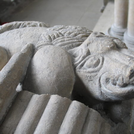 Marshall tomb: animal under feet