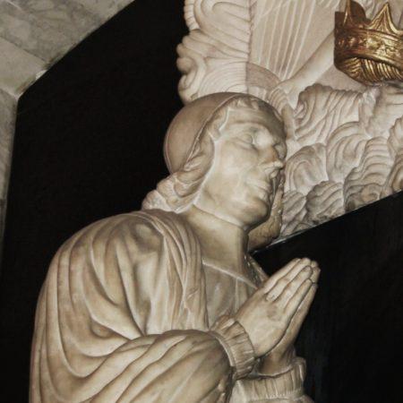 Fig 3 Sharp effigy