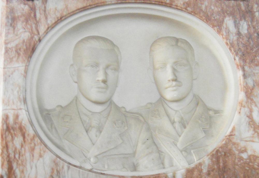 Commemorating 1918: War Memorials and Individual Monuments