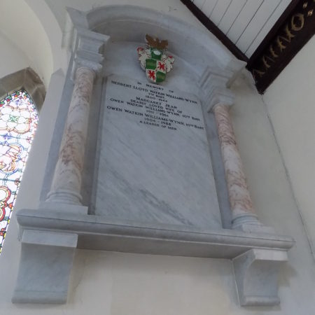 The Llangedwyn war memorial 02